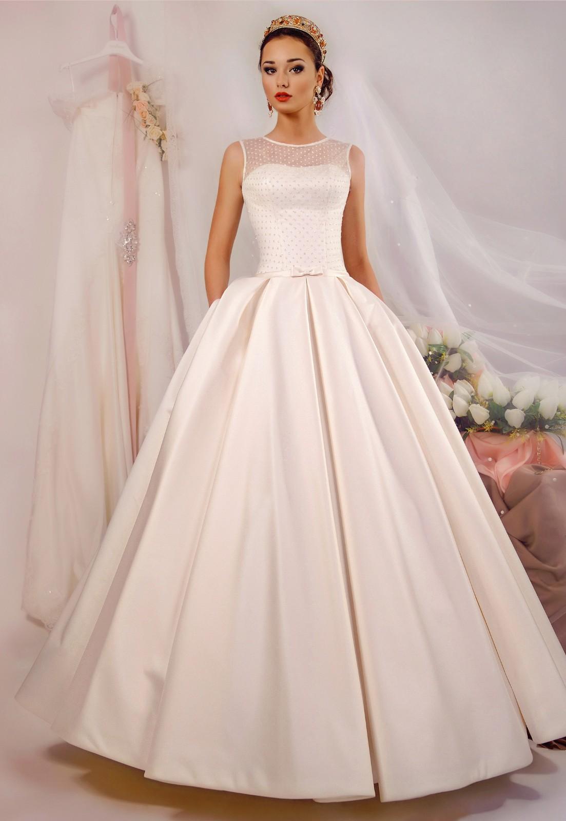 5f2564b690081aa Расшитые свадебные платья с открытой спиной - Модадром
